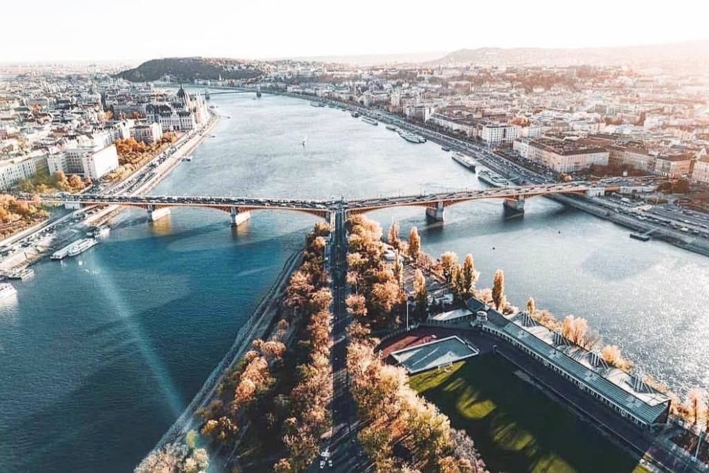 To μαργαριταρένιο νησί της Βουδαπέστης - Travel Vibe
