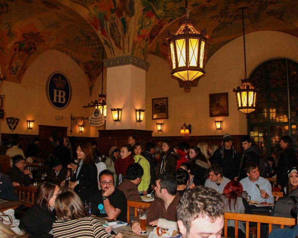 Οι 4 μπυραρίες στο Μόναχο πρέπει να επισκεφτείς travelshare.gr HB beer hall