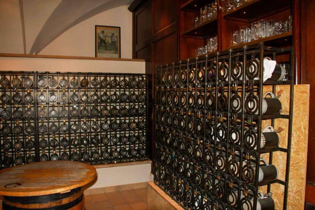 Οι 4 μπυραρίες στο Μόναχο πρέπει να επισκεφτείς travelshare.gr mug lockers