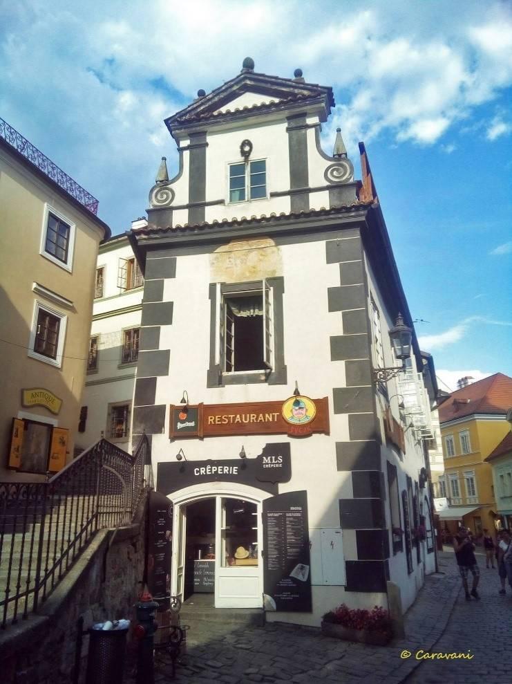 Τσέσκυ Κρούμλοβ restaurant caravani